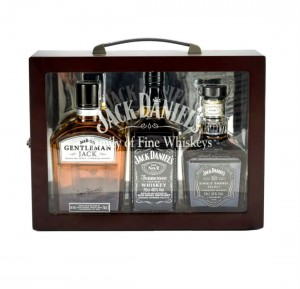 JACK DANIEL'S FAMILY BOX (GENTLEMAN JACK, JACK DANIEL'S 0,7, JACK DANIEL'S SINGLE BARREL) + KARTON